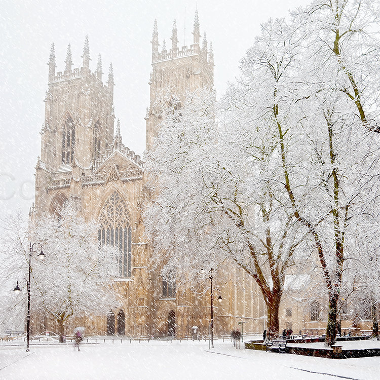 5330 York Minster in Snow