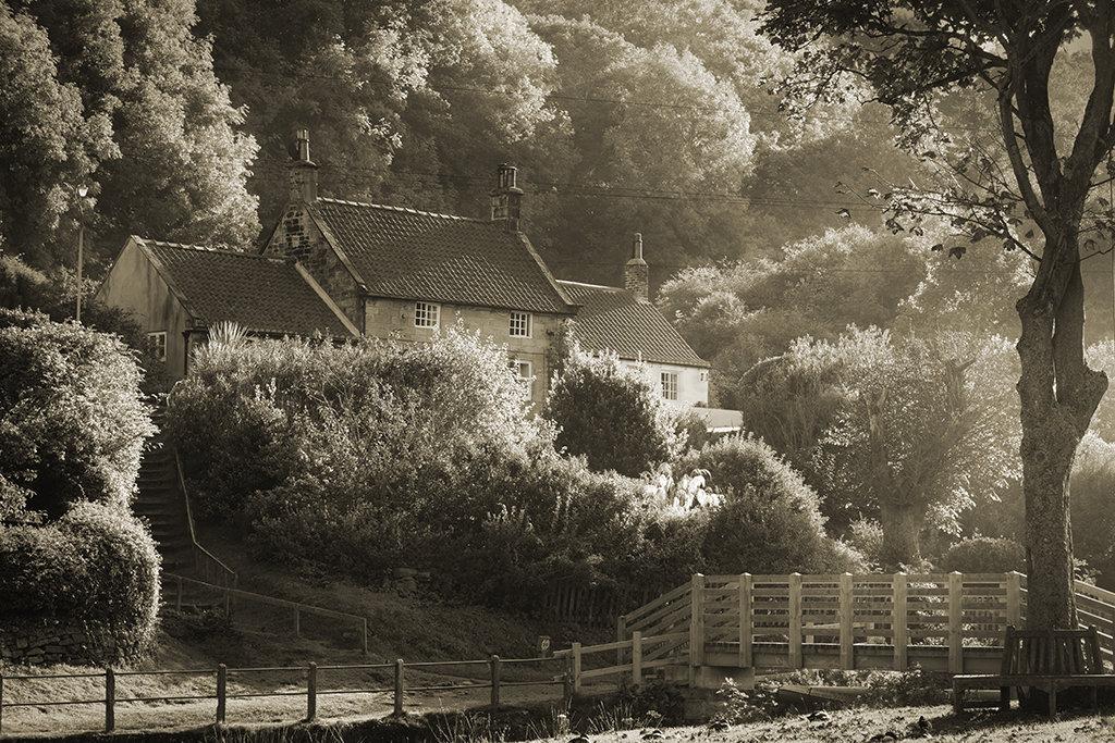 4287 Sandsend Cottage
