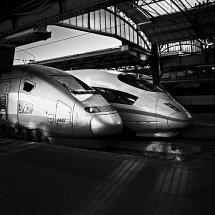 Gare de l Est shadows
