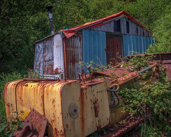 'Hut and machine'