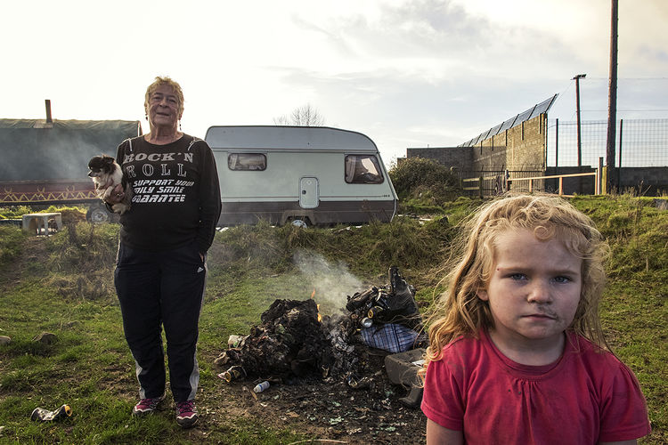 Nellie and her grand-daughter Katie, roadside campsite, Tipperary, Ireland 2018