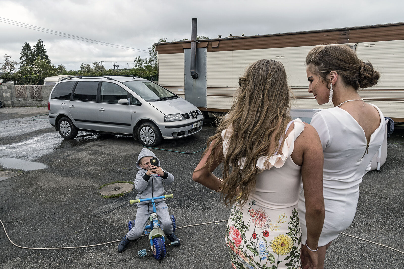 Kevin takes pictures of his sisters, Reilly Siblings, Tipperary, Ireland 2019