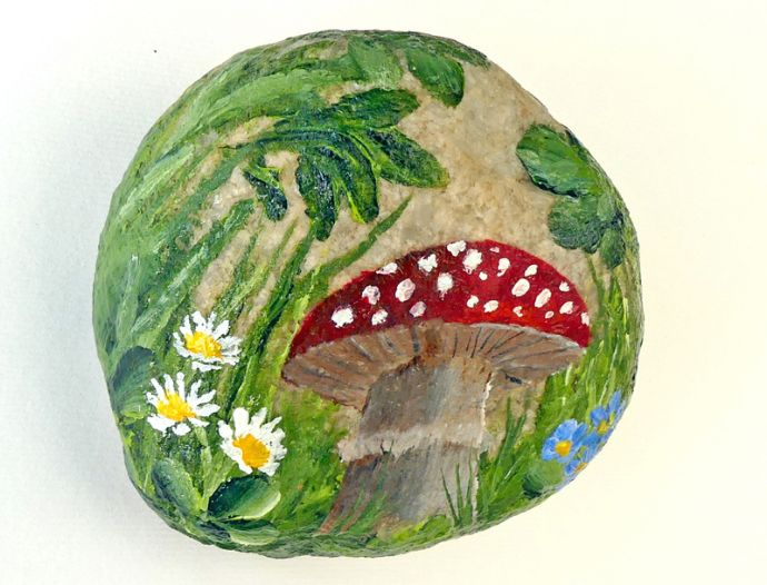 Painted Stone Woodland Walk - Sold