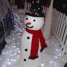 Snowman, knitted by Lilla Wren