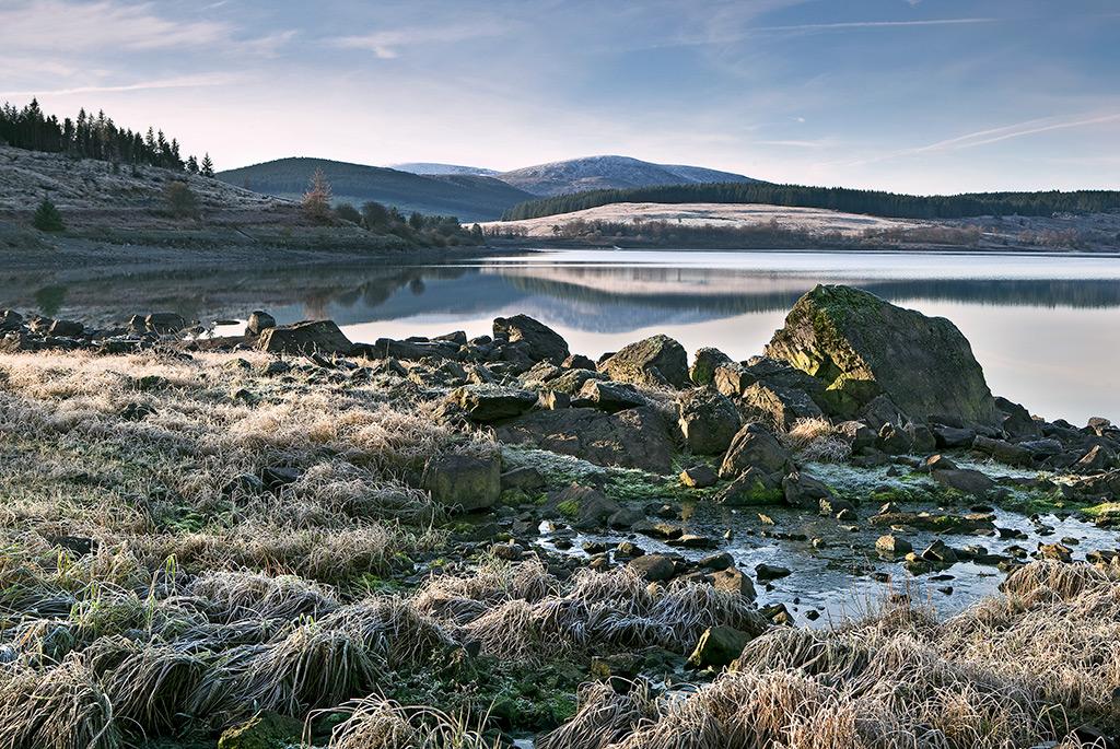 Frosty Morning Clatteringshaws Loch