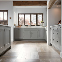 1909 Shaker doors in putty at kitchens insynk ltd solihull