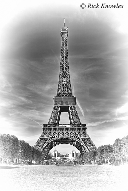 Eiffle Tower Black and White