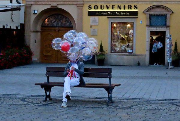 Balloon seller-ST-Brady-Sandy-5STAR