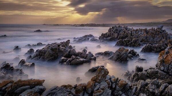 Mist on the rocks