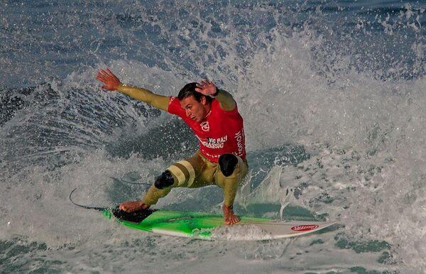 vic surfer