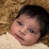 Newborn_looking_cosy