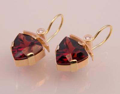 Garnet Earrings in 14K Gold