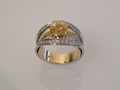 Split Shank White Gold Ring with Yellow Sapphire