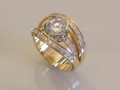 Diamond Split Shank Gold Ring