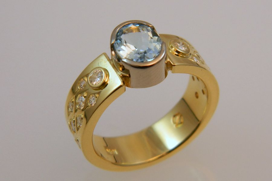 Gold Ring with Aquamarine & Diamonds