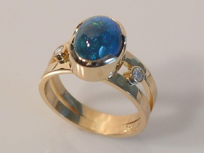 Opal Ring in 18K Gold