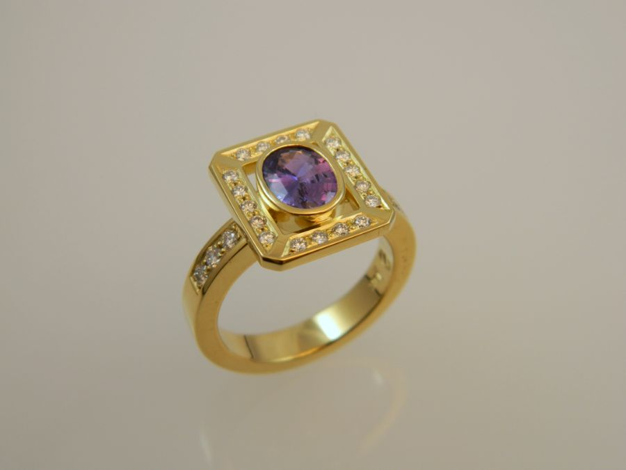 Purple Sapphire Ring in 18k Gold