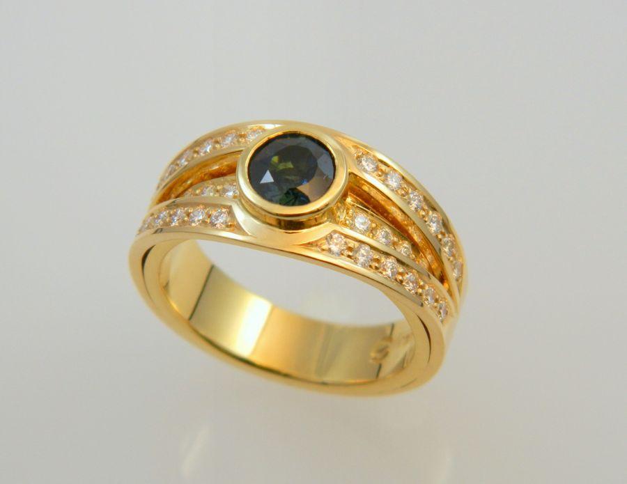 Split Shank Ring - Dark green Sapphire