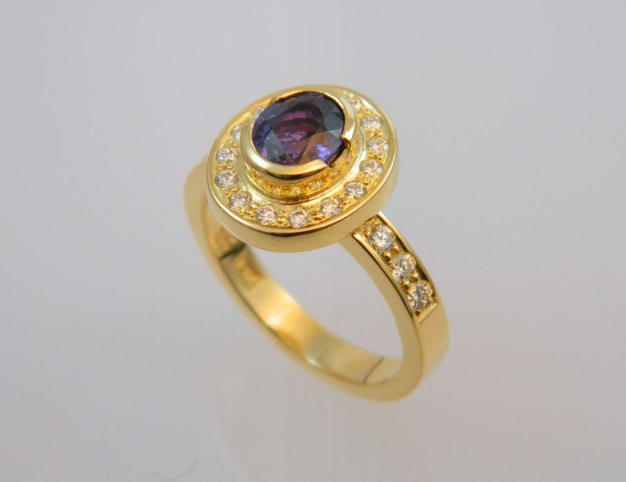 Yellow gold Ring - purple Sapphire & Diamonds