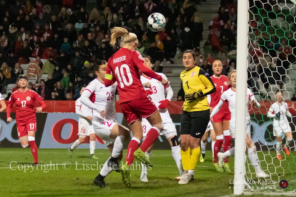 WMS NT, Denmark vs. Georgia. Viborg 2019. Pernille Harder preparing for a header. What's the goalkeeper doing?