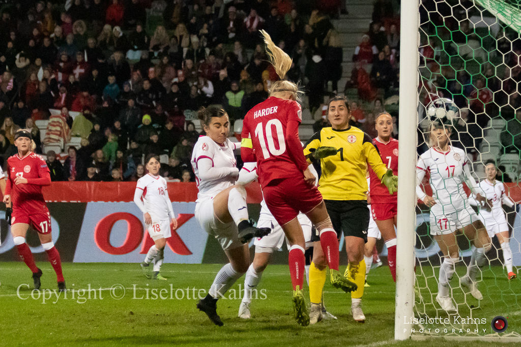 WMS NT, Denmark vs. Georgia. Viborg 2019. Pernille Harder preparing for a header. What's the goalkeeper doing?