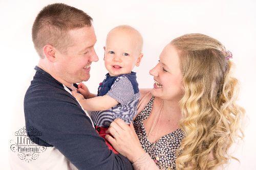 such a cute family shot