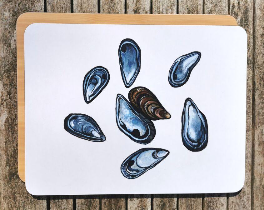 Mussel shells chopping board