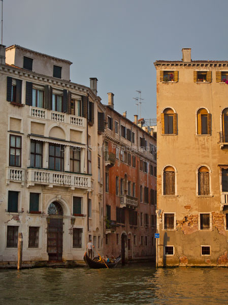 Venice between palaces