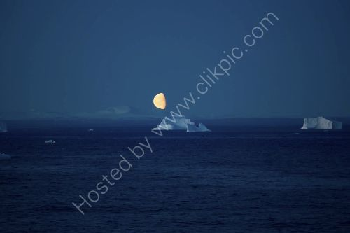 Moonrise - Scoresby Sound