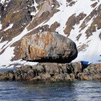 Fuglefjorden, Spitsbergen - Glacial Erratic