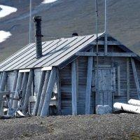 Hut - Ahlstrandhalvoya, Spitsbergen  (1/2)