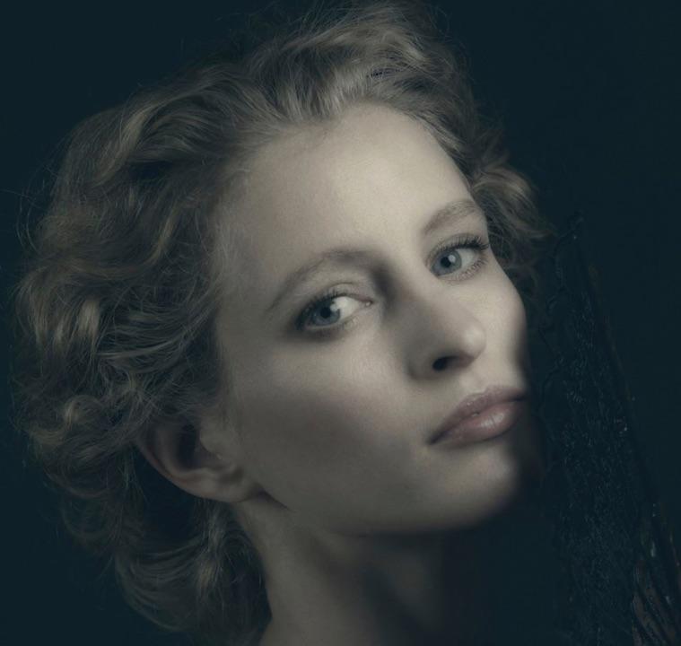 Flemish Girl ....The wonderful Fredau Wallace