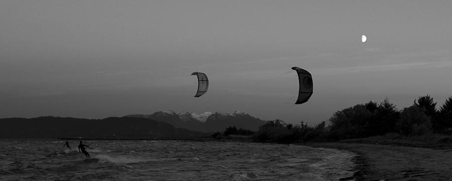 Kiters late evening Roald Vigra towards  Kolåstinden