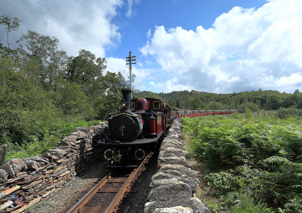 Merddin Emrys coming off Cei Mawr with a morning down train.