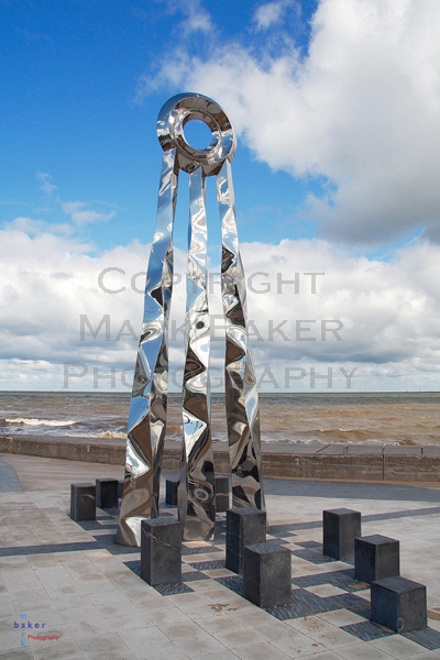 Dechrau a Diwedd sculpture.