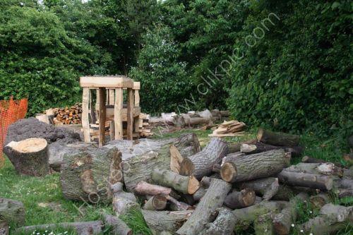 Spliitting the wood
