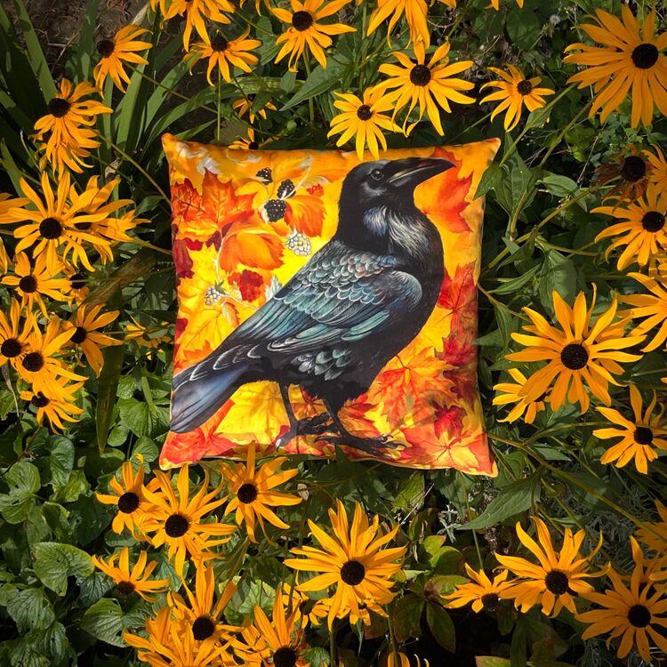 Velvet coshion Raven in gold