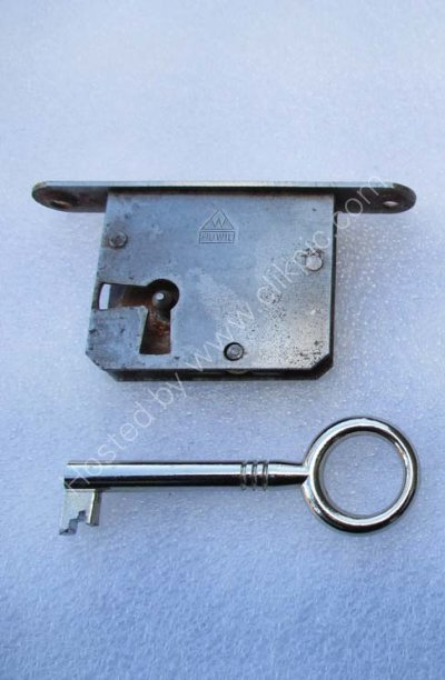 Now sold out.Staples Ladderax key (only) to fit lock with left of centre key hole position. Please click on image for more information or to buy.