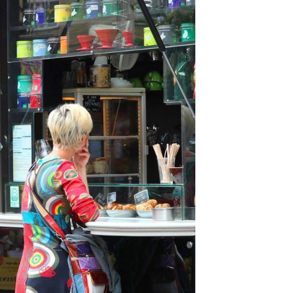 Fototips B - 01 - kvinne Aarhus kafe