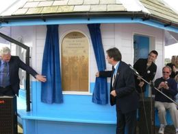 Alan Titchmarsh Opens the newly refurbished Yarmouth Pier in 2008