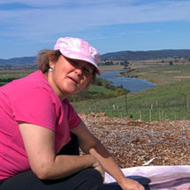 Marion painting en plain air Goulburn