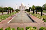 road leads to Taj Mahal India