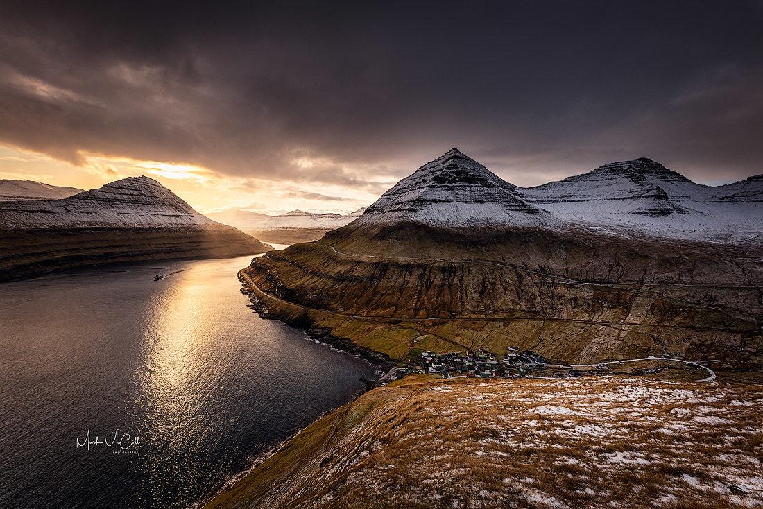 Dawn sailing, Faroe islands