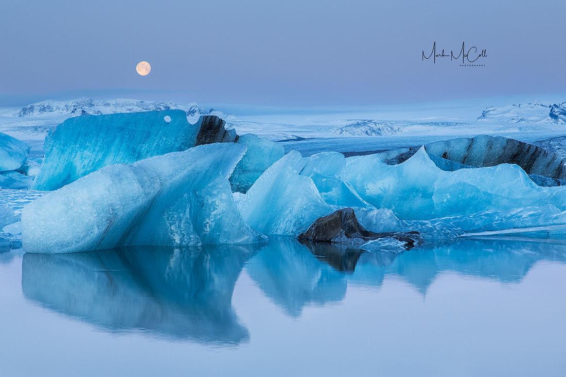 Moonset, Jokulsarlon, Iceland