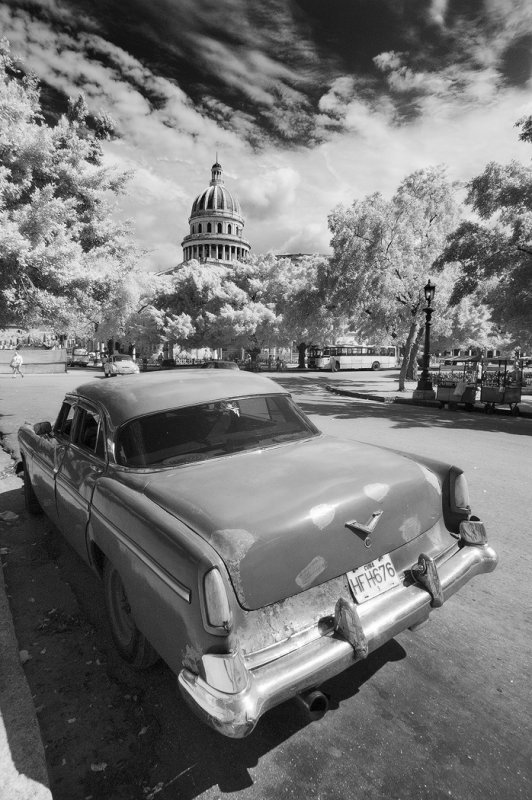 Old car and Capitolio, Havana