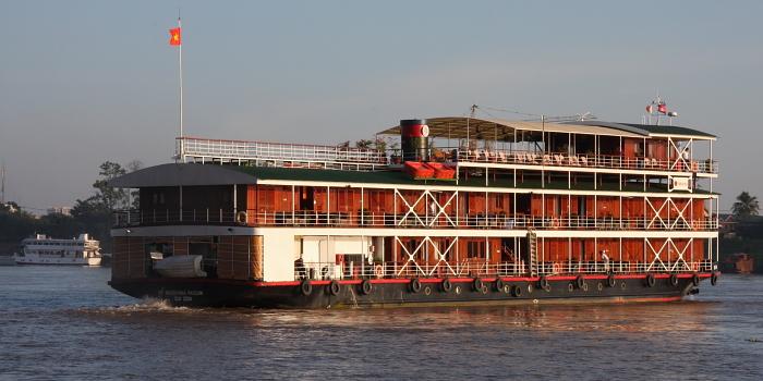 Cruise ship!