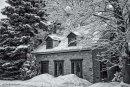 Maison historique sur le boul. Gouin en hiver - Noir et blanc
