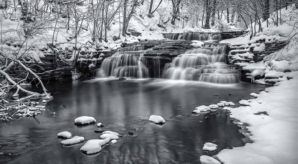 Chute de Montigny en hiver 2017 - noir et blanc