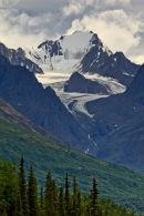 Glacier contournant un îlot rocheux