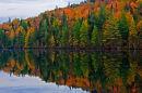 Miroir d'automne à la brunante